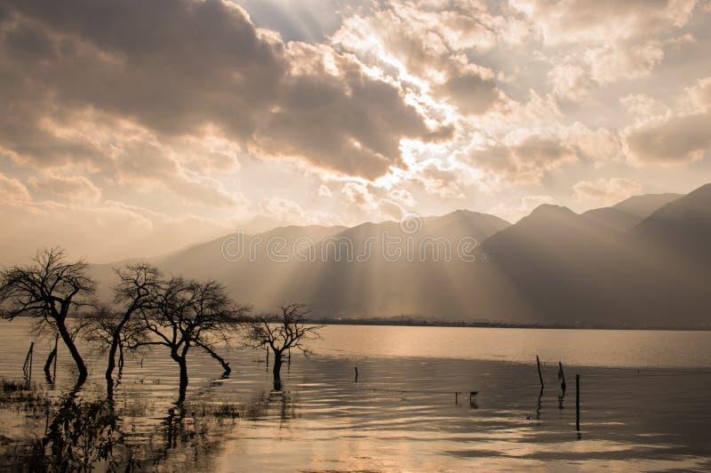 Заход солнца Юньнань, Китая Dali красивый Erhai стоковые фото