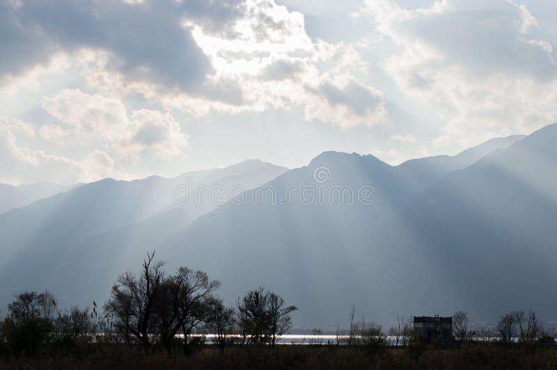 Заход солнца Юньнань, Китая Dali красивый Erhai стоковое фото rf