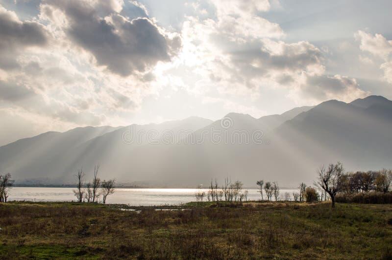 Заход солнца Юньнань, Китая Dali красивый Erhai стоковое изображение