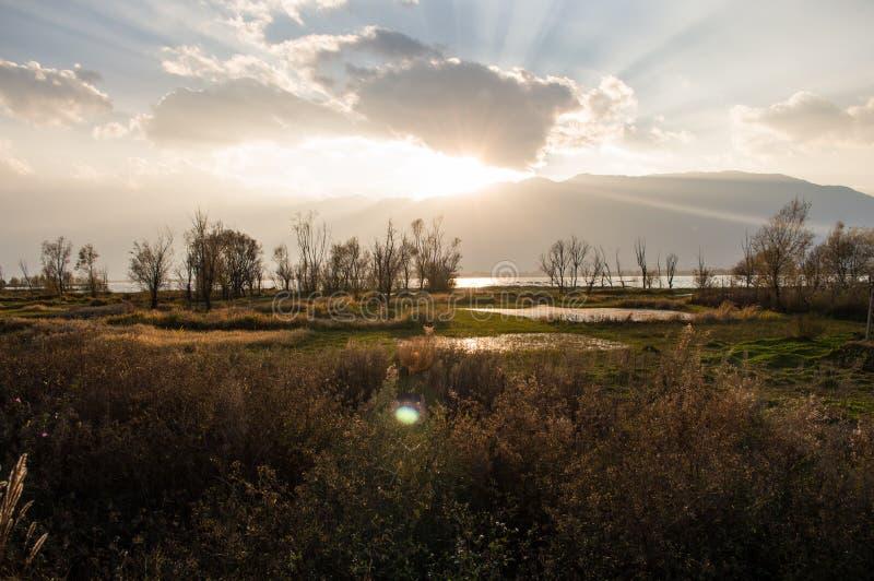 Заход солнца Юньнань, Китая Dali красивый Erhai стоковая фотография rf