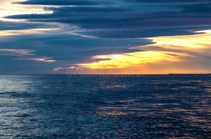 Download Заход солнца стоковое изображение. изображение насчитывающей высоко - 37927515