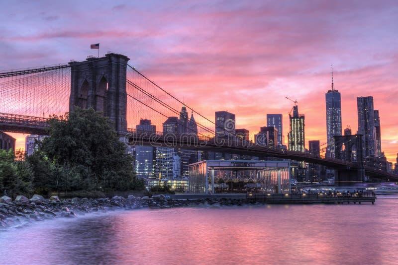 заход солнца brooklyn моста стоковые изображения