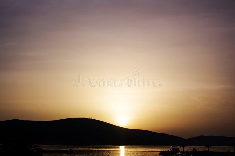 Заход солнца Cirrostratus, Tivat стоковое фото rf
