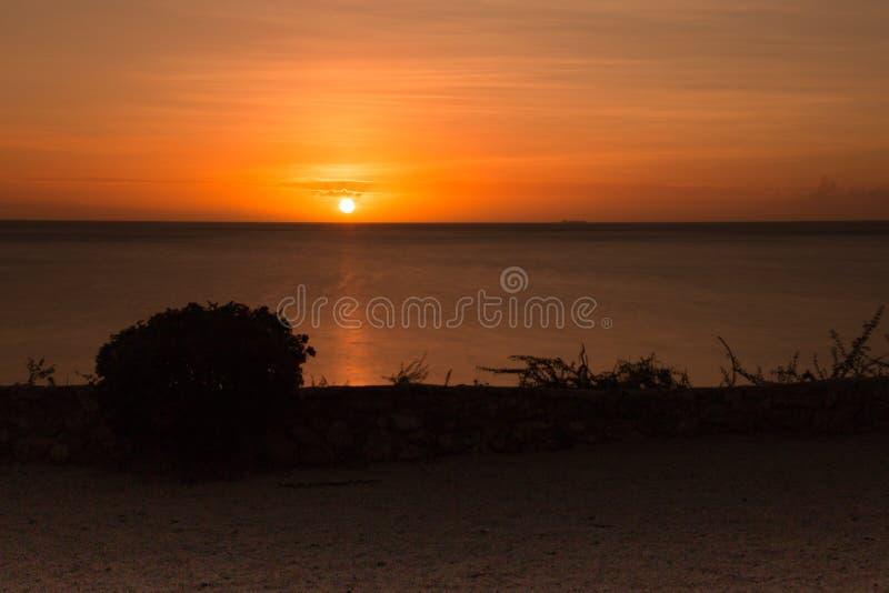 заход солнца curacao стоковые фото