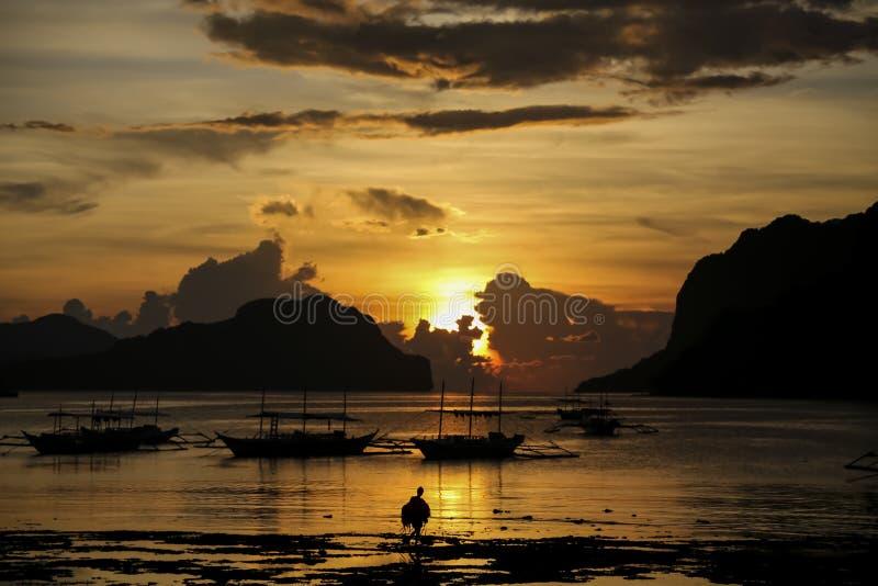 Заход солнца El Nido стоковые изображения