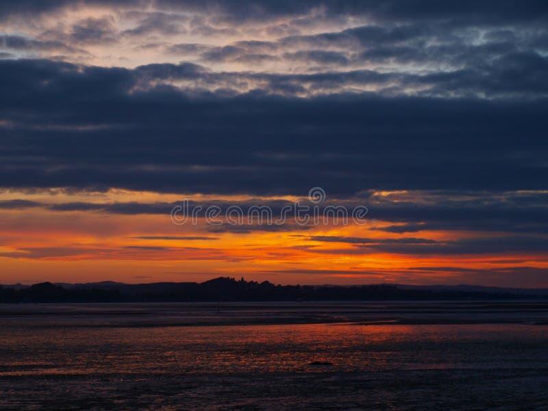 Заход солнца Exmouth пляжем в Девоне стоковые изображения rf