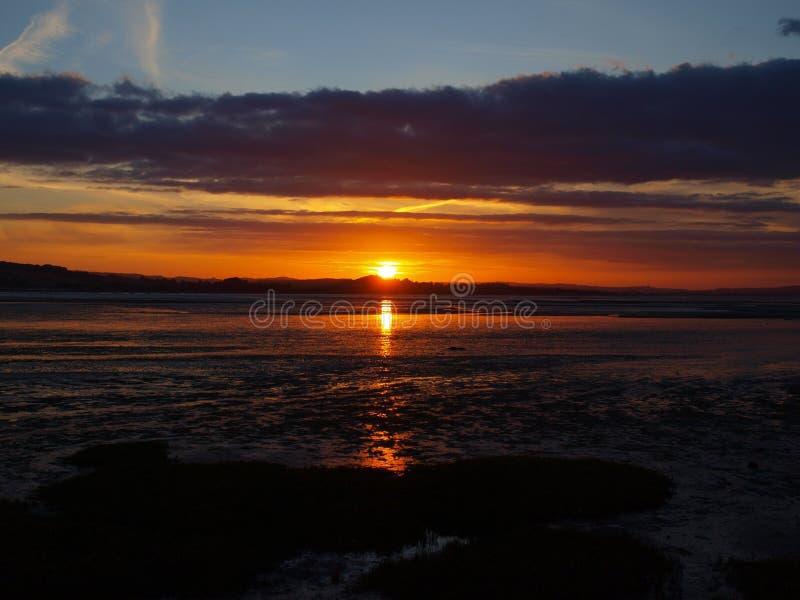 Заход солнца Exmouth пляжем в Девоне стоковые фото