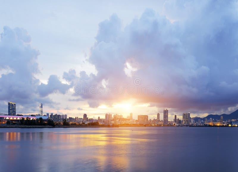 заход солнца Hong Kong города стоковое изображение