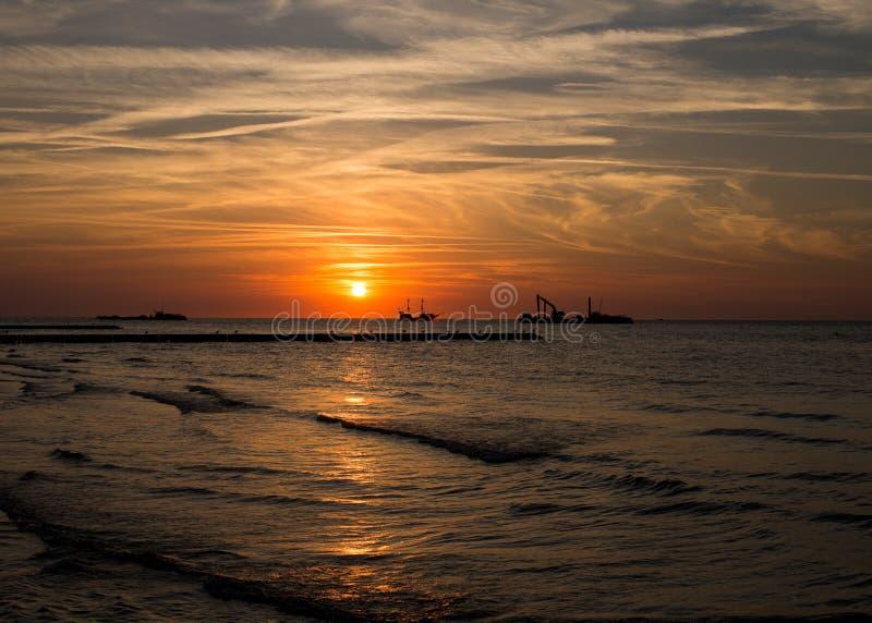 Заход солнца Leba Польши над Балтийским морем стоковое фото rf