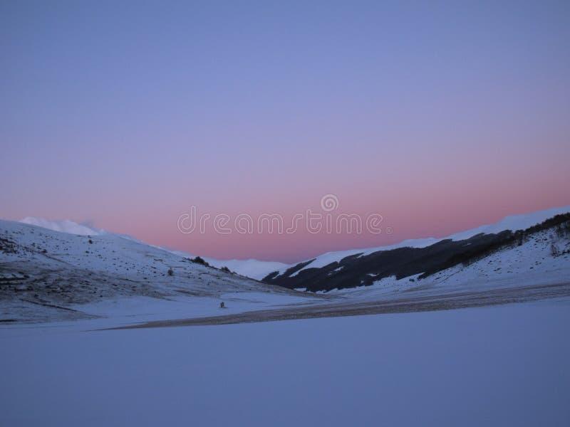 Заход солнца Montains стоковое изображение rf
