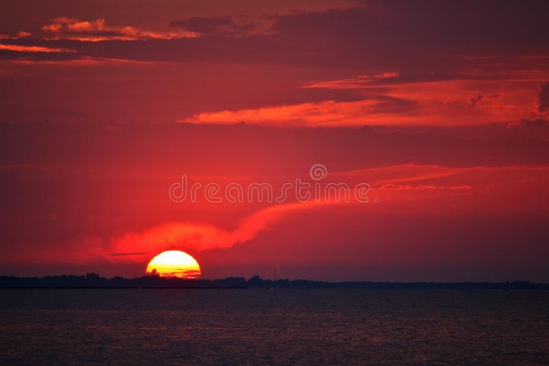 заход солнца ontario озера стоковая фотография rf