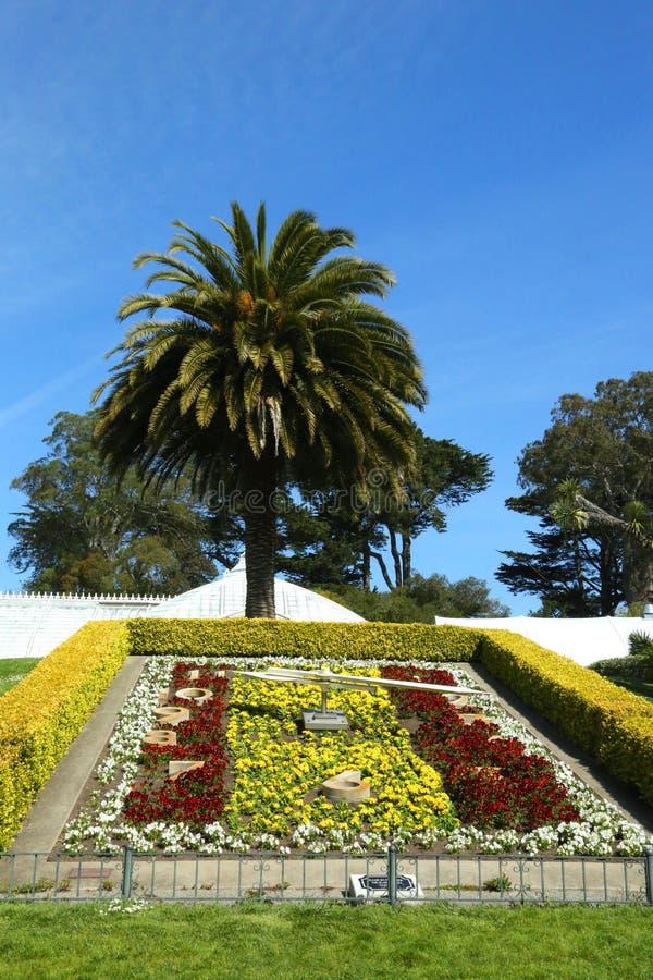 Зацветите часы на консерватории цветков на Golden Gate Park в Сан-Франциско стоковое фото rf
