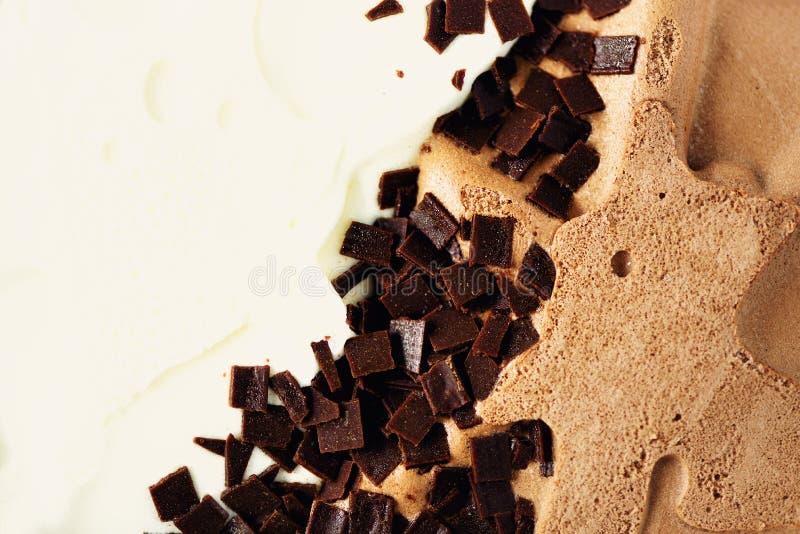 Зачерпнутая предпосылка мороженого ванили и шоколада Концепция еды лета, космос экземпляра, взгляд сверху Сладостный десерт югурт стоковые фотографии rf