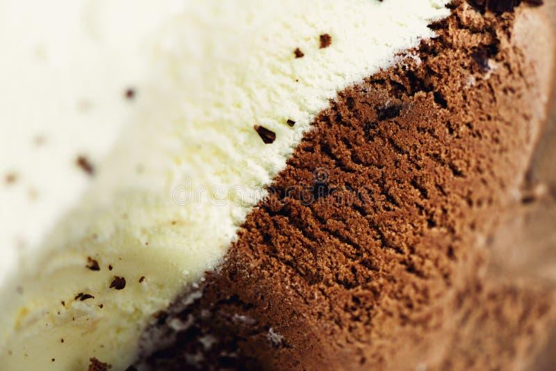 Зачерпнутая предпосылка мороженого ванили и шоколада Концепция еды лета, космос экземпляра, взгляд сверху Сладостный десерт югурт стоковое фото rf