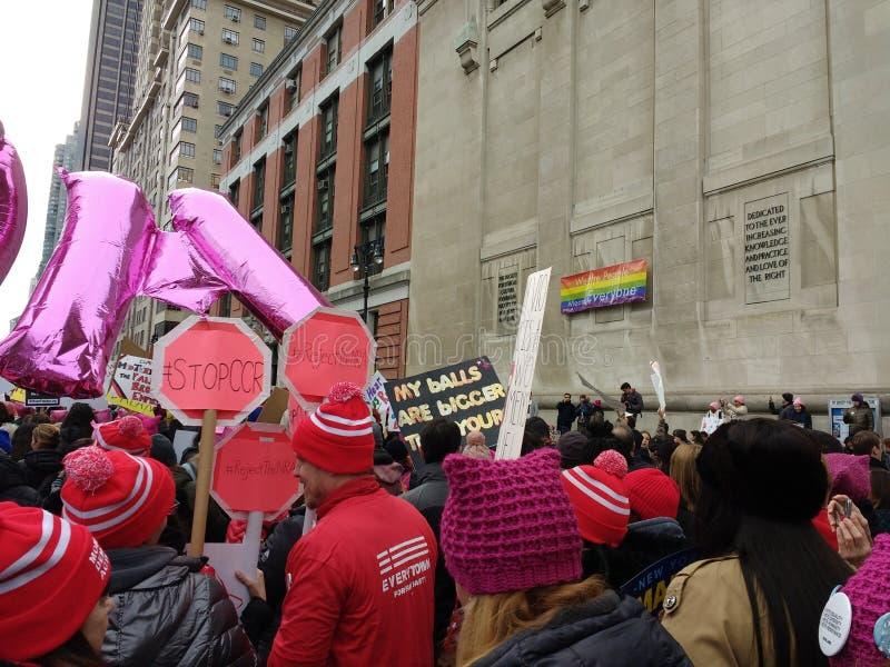 Защитники безопасности оружия, ` s Central Park -го март женщин, западный, NYC, NY, США стоковые фотографии rf