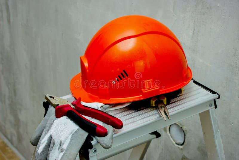 Защитный шлем, инструмент для безопасной работы Реновация стоковые фотографии rf