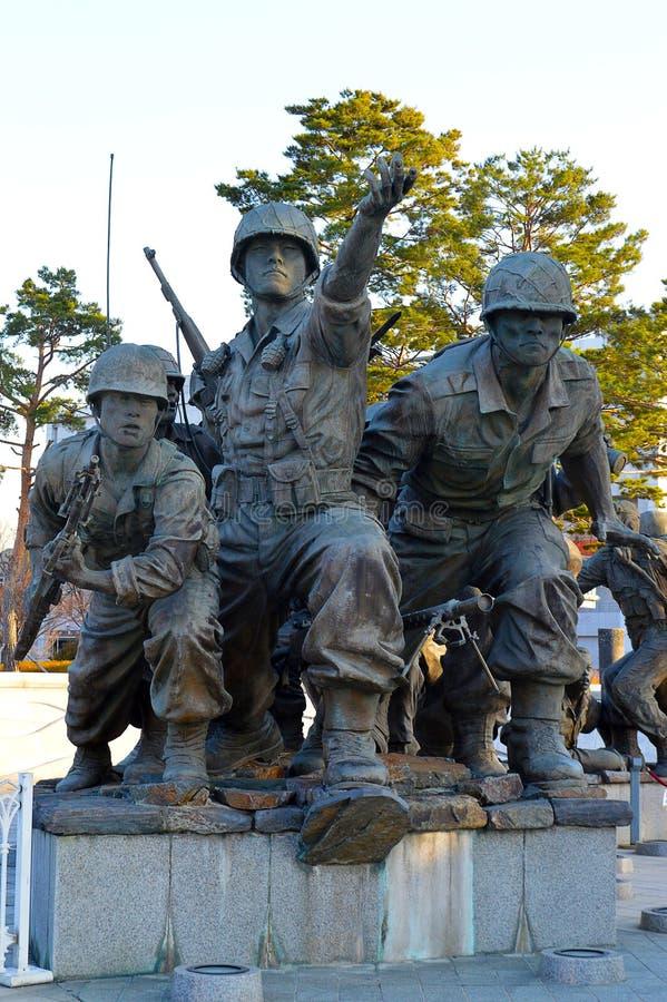 Защищать отечество, статуи мемориала Корейской войны, Сеул, Южная Корея стоковые изображения