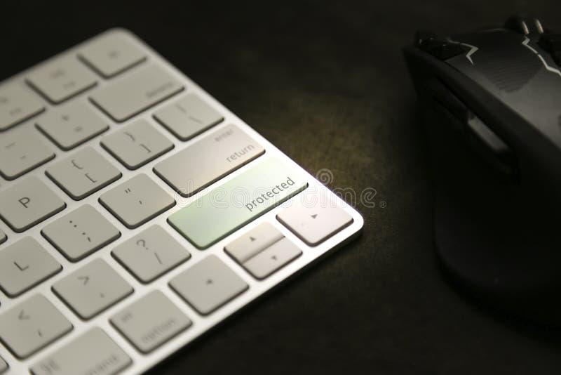 Защищенная запись на клавиатуре - защита и защита данных стоковые изображения