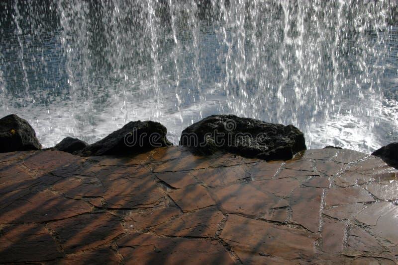 за водопадом стоковые фотографии rf