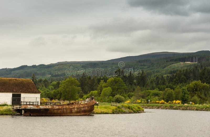 За замками на канале Oich на форте Augustus Шотландии стоковое изображение