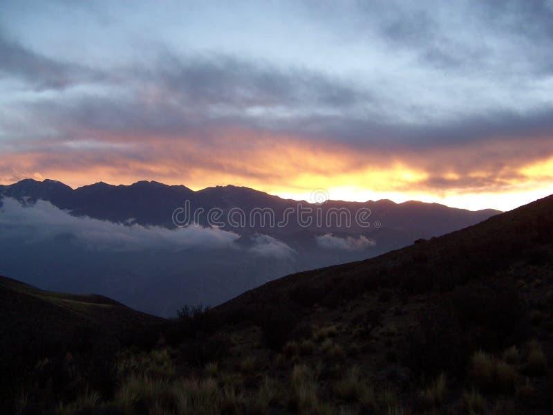 за заходом солнца гор стоковая фотография rf