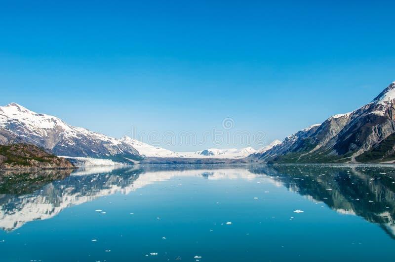 залив заволакивает океан гор ледника национальный над парком стоковое изображение