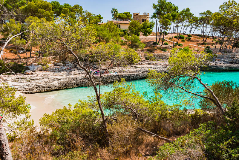 Залив Испании Майорки красивый Cala Burgit стоковые изображения rf