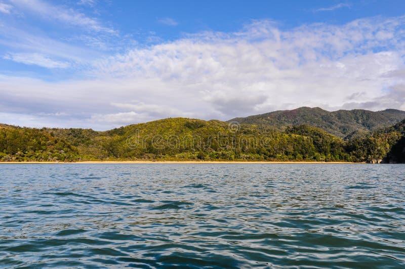 Залив расшивы в национальном парке Abel Tasman, Новой Зеландии стоковое фото