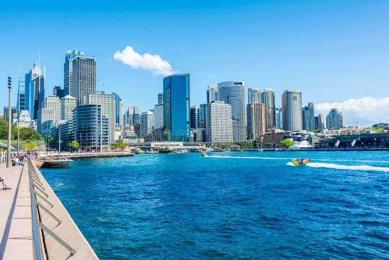 Залив Сиднея и горизонт CBD, Австралия стоковое изображение rf