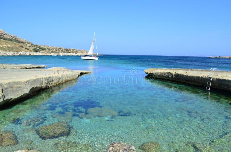 Залив Gnejna - Мальта стоковое фото