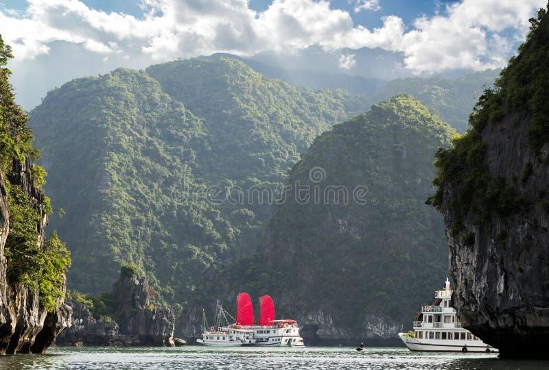 Залив Ha красного ветрила длинный, Вьетнам стоковые изображения