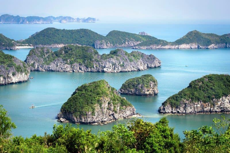 Залив Halong, северный Вьетнам стоковые фотографии rf