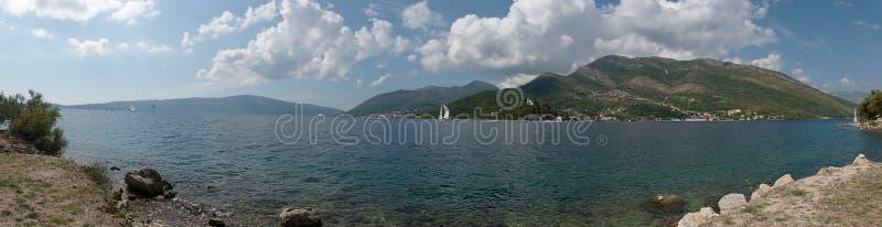 Залив Kotor залив замотки Адриатического моря regatta стоковое изображение