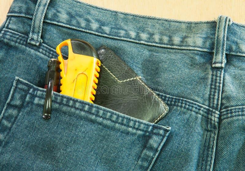 заднее карманн голубых джинсов стоковые фотографии rf
