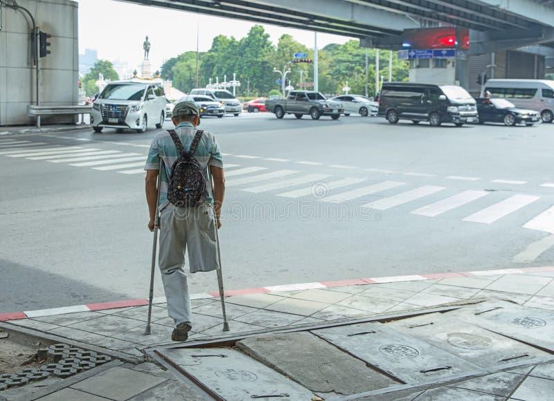За неработающим человеком стоковая фотография rf