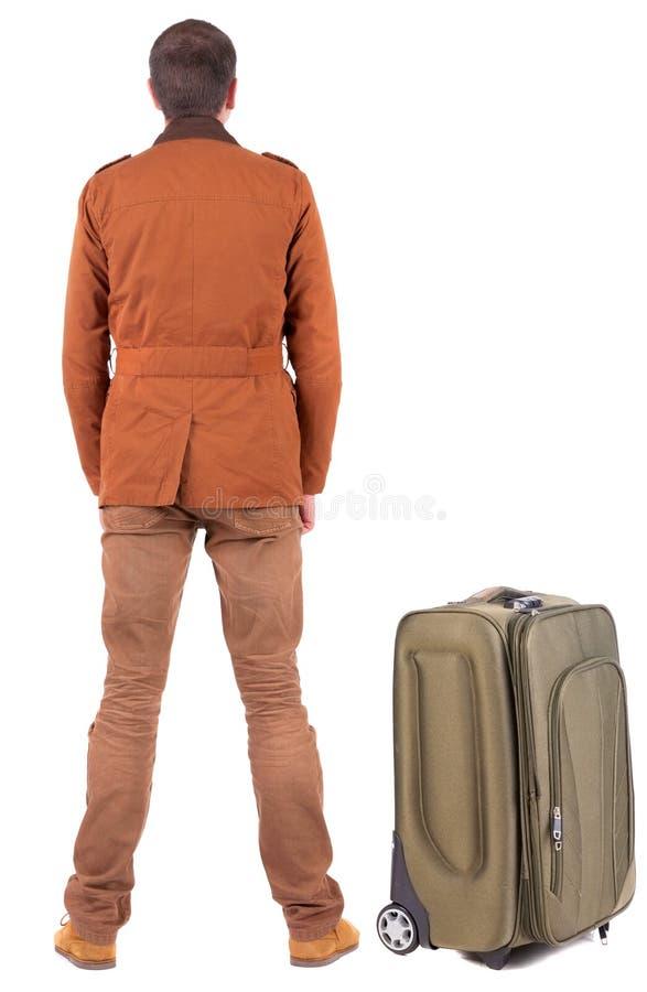 Задний взгляд путешествовать бизнесмен с чемоданом стоковое фото rf