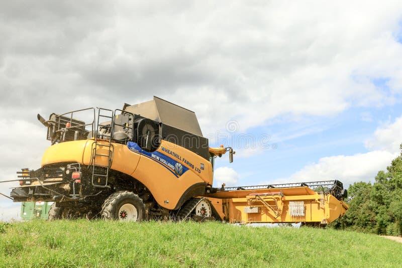 Задний взгляд современного нового вырезывания жатки зернокомбайна Голландии подрезывает стоковая фотография