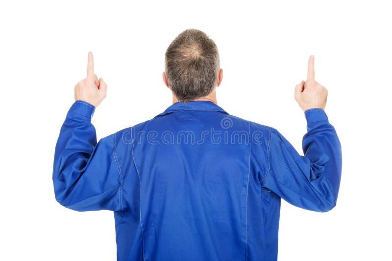Задний ремонтник взгляда указывая вверх с обеими руками стоковая фотография