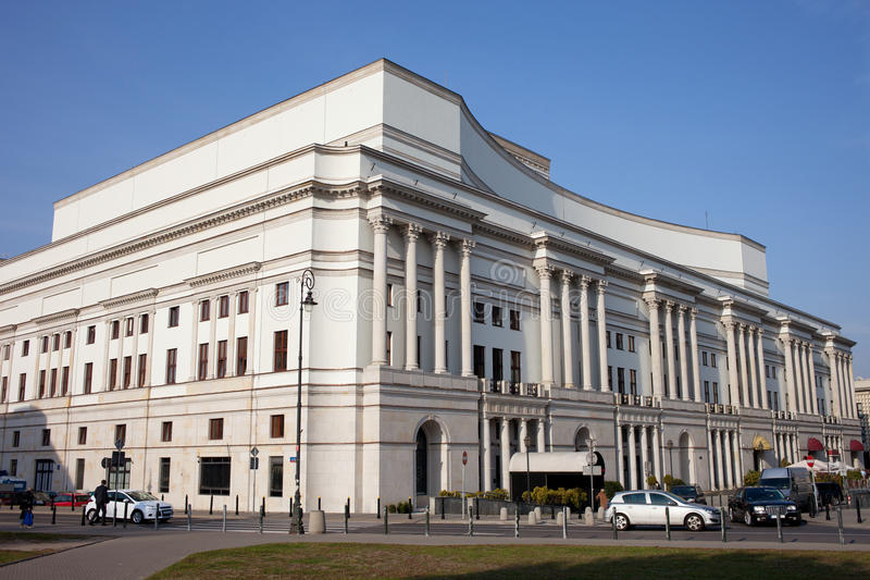 Задняя часть и взгляд со стороны грандиозного театра в Варшаве стоковые фотографии rf