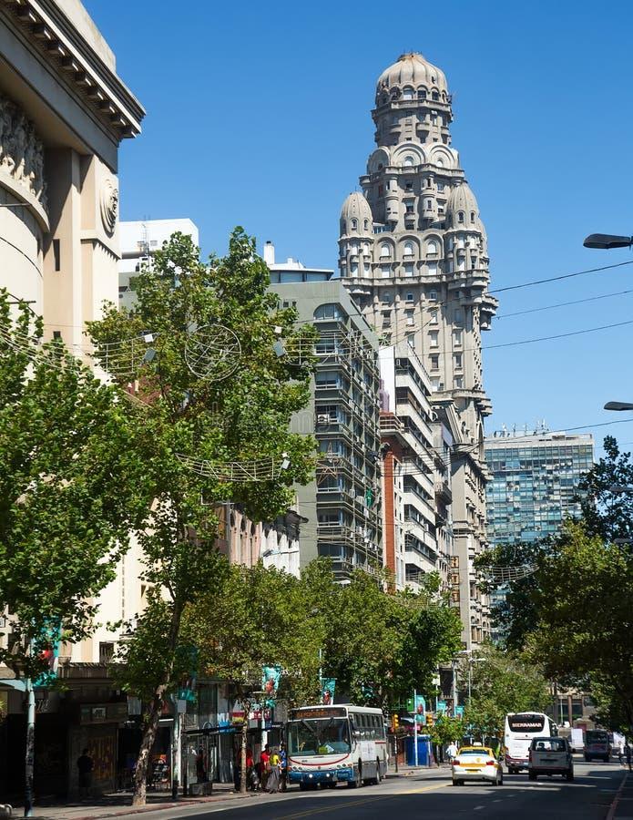 Залп Palacio здания в Монтевидео, Уругвае стоковые изображения