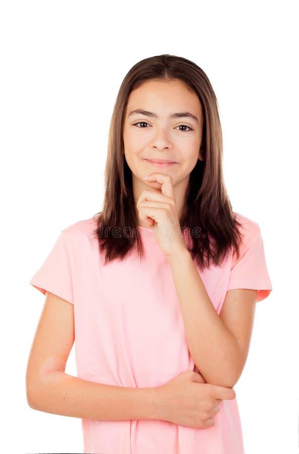 Задумчивая милая девушка preteenager с розовой футболкой стоковое изображение rf