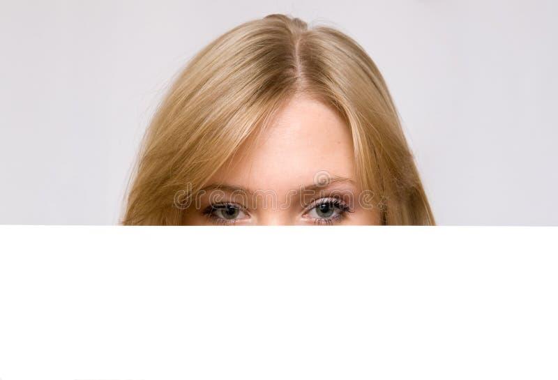 Download за Blan пряча женщинами молодыми Стоковое Фото - изображение насчитывающей экземпляр, знамена: 6862244