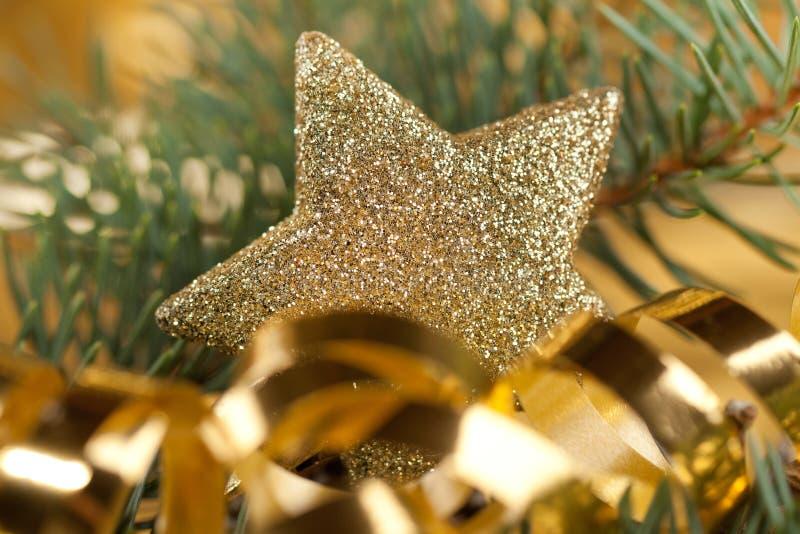 звезда рождества золотистая светя стоковые изображения rf