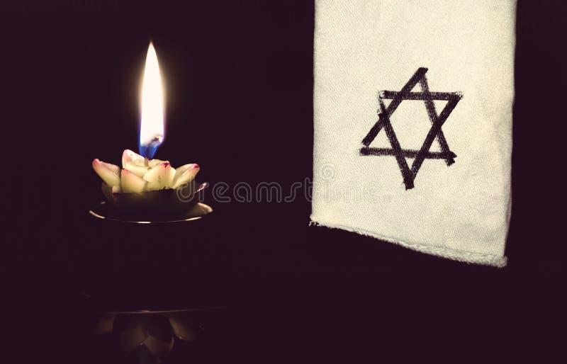 Звезда стоек Дэвида и свечи стоковые изображения