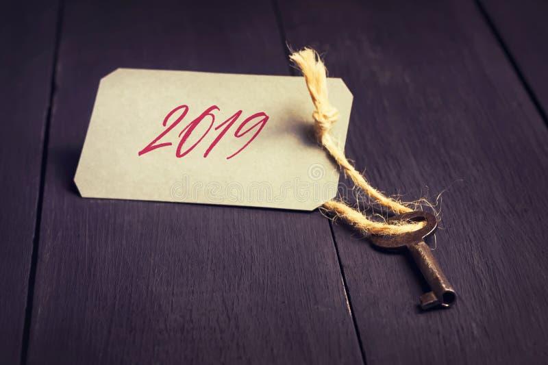 звезды абстрактной картины конструкции украшения рождества предпосылки темной красные белые Старый ключ с биркой и надписью 2019  стоковая фотография rf