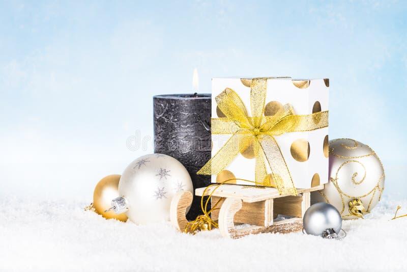 звезды абстрактной картины конструкции украшения рождества предпосылки темной красные белые Скелетон с присутствующим d коробки,  стоковые фото