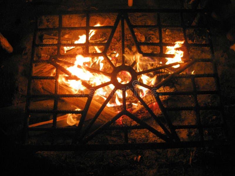 Звезда на предпосылке огня стоковое изображение rf