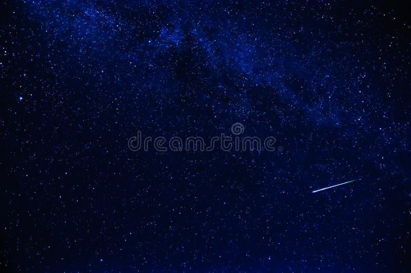 Звезда стрельбы в небе стоковая фотография
