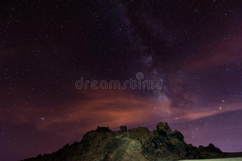 Звездная ночь над Тенерифе стоковая фотография