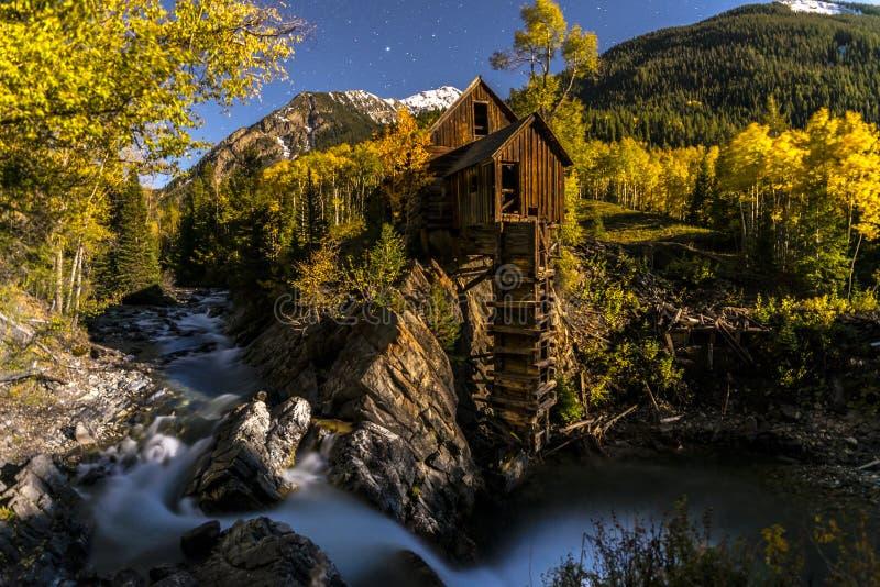Звездная ночь Gunnison Колорадо кристаллической мельницы яркая стоковая фотография